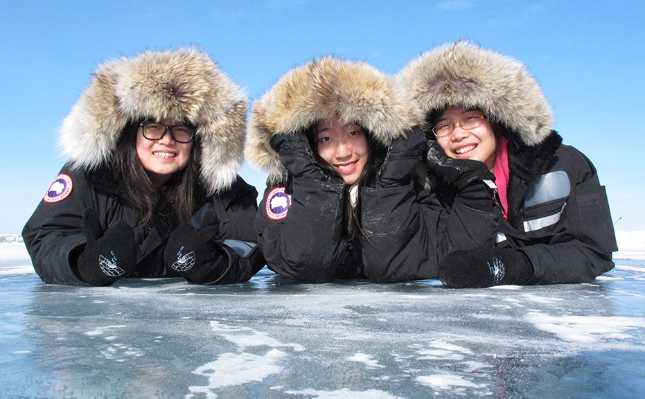 For all our winter clothing rental, we use high quality Canada Goose parka, keeping you warm in -40C!!